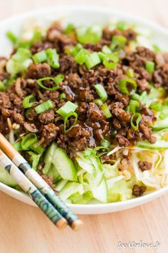 Salade au Boeuf Sauté, Soja, Gingembre et Curry - Expolore the best and the special ideas about Frugal meals Curry Recipes, Beef Recipes, Cooking Recipes, Healthy Recipes, Beef Tips, Easy Chinese Recipes, Asian Recipes, Healthy Cooking, Healthy Eating