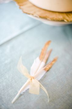 Golden dipped feathers. So pretty. Photography By / http://scottandrewstudio.com/