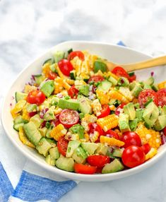 The perfect summer salad recipe: Corn Tomato Avocado salad with cucumbers, red onion, jalapeños and a delicious lime-garlic dressing. Cucumber Avocado Salad, Avocado Salad Recipes, Tuna Avocado, Avocado Salat, Summer Salad Recipes, Summer Salads, Top Recipes, Side Dish Recipes, List Of American Foods
