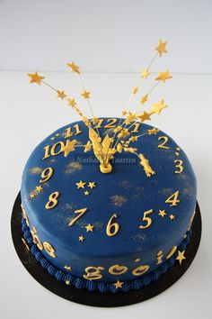 the last one for 2009 - A friend asked me to make my clock cake again. This time I made him with blue fondant.