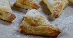 Voglia improvvisa di un dolcino? Ecco allora la semplice ricetta delle sfogliette alle mele, super golose e irresistibili!