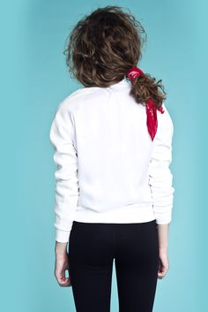 Bluse i silke fra danske POPcph.  Leggins fra Hollywoodmærket LNA. Bluse - Silke Sweatshirt, Pris: 250,-  http://frejafashion.dk/products/silke-sweatshirt-1 Leggings - Floyd Leggings, Pris: 200,-  http://frejafashion.dk/products/floyd-leggings