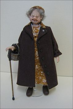 12th Scale 1940s Old Dear