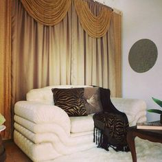 Ambiente decorado com Juma fica mais bonito. Cortina, almofadas, chale e tapete. Tudo em nossa loja para deixar sua casa mais linda.