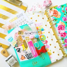 livelifeandcreate: Haven't done a #prettypocketpeek in a while :) in my heart of gold @marionsmithdesigns planner. Tap photo for sources. #marionsmithdesigns #plannergoodies