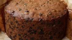 Easy Christmas Cake - This cake is a rich, dark, moist fruit cake, very flavorful at Christmas. Try icing with almond paste for a more festive touch. This recipe is started in October or November so as to let … Easy Christmas Cake Recipe, Christmas Treats, Christmas Baking, Christmas Cakes, Christmas Sleighs, Xmas Cakes, Christmas Pudding, Christmas Goodies, Christmas 2017