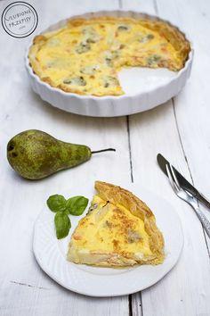 Idealna propozycja na piątkowy obiad -Tarta z ciasta francuskiego z łososiem, gruszką i serem Gorgonzola.