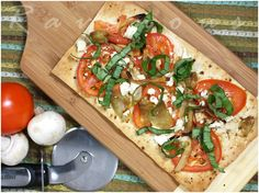 Flatbread Pizza with Lavash Bread. Easy Flatbread Pizza with Lavash Bread Lavash Bread Recipe, Flatbread Pizza Recipes, Lavosh Recipe, New Recipes, Bread Recipes, Cooking Recipes, Healthy Recipes, Online Recipes, Healthy Pizza