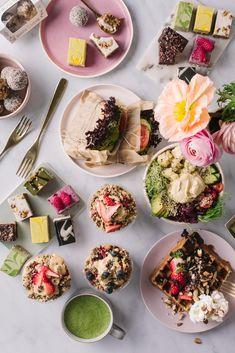 Vegan waffles, chia puddings, overnight oats, sandwiches, raw cakes and treats, energy balls, matcha latte Raw Cake, Energy Balls, Chia Pudding, Overnight Oats, Smoothie Bowl, Oslo, Puddings, Raw Food Recipes, Matcha