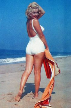 Marilyn Monroe in the Hamptons ♥ 1958. Marilyn Monroe in Colour is also on Facebook xxx