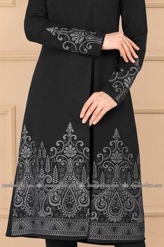 moda selvim Yandan Yırtmaçlı Baskılı Kombin 509Y369 Siyah Dresses With Sleeves, Maxi Dresses, Beautiful Women, Lady, Long Sleeve, Islamic, How To Wear, Clothes, Places