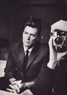 «Il y a un rebelle gisant au fond de mon âme. Chaque fois que quelqu'un me dit que la tendance est tel ou tel, je vais la direction opposée. Je déteste l'idée des tendances. Je déteste l'imitation; J'ai un respect pour l'individualité ». Clint Eastwood, sauvages Open Spaces: Why We Love Westerns Photo: Duane Michals 1964