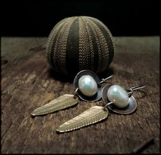 E1350 feathers and pearls by Experimetal
