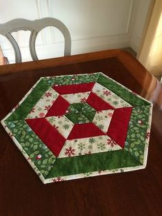 Candy Corn Table Topper is a Quick and Easy Project - Quilting Digest - - Candy Corn Table Topper is a Quick and Easy Project – Quilting Digest Patchwork Christmas Red, White & Green Quilted Hexagon Tischläufer Candy Corn, Table Topper Patterns, Quilted Table Toppers, Christmas Runner, Red Christmas, Christmas Table Runners, Coastal Christmas, Christmas Placemats, Scandinavian Christmas