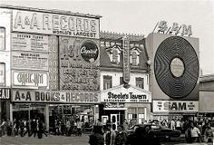 A & A Records, Steele's Tavern, and Sam the Record Man on Yonge Street, ca 1970 Photo from Chuckman's Collection of Toronto Postcards Toronto Pictures, Old Pictures, Old Photos, Vintage Photos, Vintage Signs, Vintage Ads, Toronto City, Toronto Canada, Yonge Street