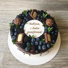 """790 Likes, 5 Comments - Тортики в городе Горячий ключ🎂 (@cakes_by_vika) on Instagram: """"Оооочень люблю оформление с тёмной ягодой😍 безумно красиво и контрастно на светлых тортиках)) пока…"""""""