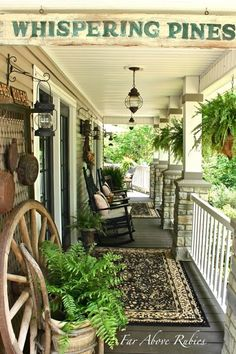 Vintage, Southern front porch and a feature. Last week I shared part of the back porch makeover HERE , now we are heading around to the front porch which also got some low-cost vintage. Outdoor Rooms, Outdoor Living, Outdoor Kitchens, Back Porch Makeover, Southern Front Porches, Country Porches, Diy Balkon, Home Porch, Painted Cottage