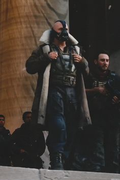 Tom Hardy as Bane in The Dark Knight Rises Bane Batman, Batman Gif, Batman Dark, Batman Robin, Tom Hardy Bane, Tom Hardy Hot, Bane Dark Knight, The Dark Knight Trilogy, The Dark Knight Rises