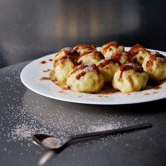Dumplings, Egg Rolls, Spring Rolls + More on @the_feedfeed https://thefeedfeed.com/dumplings/eatinmykitchen/potato-plum-dumplings-with-cinnamon-butter