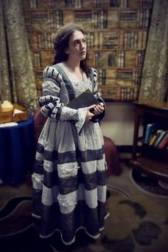 Festive Attyre: the Grey Lady (ghost from Harry Potter movies) -- so amazing! Movie Costumes, Cosplay Costumes, Cosplay Ideas, Silver Gown, Art Costume, Costume Ideas, Princess Style, Princess Fashion, Harry Potter Outfits