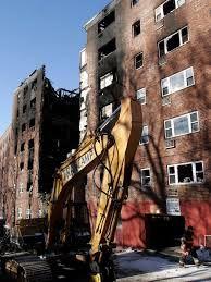 Es donde estaban viviendo, en unos apartamentos que se había incendiado años atrás.