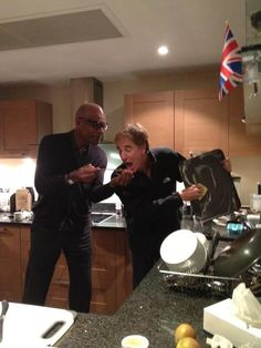 Scott Bakula doing dishes and Michael Dorn cooking dinner at Patrick Stewart's flat during Star Trek London! #StarTrek