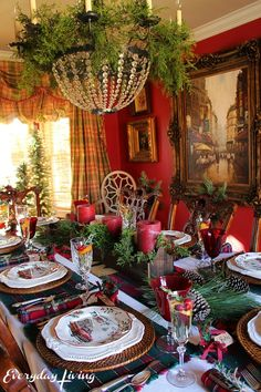 New farmhouse christmas tablescapes place settings ideas Gold Christmas Decorations, Christmas Tablescapes, Holiday Tablescape, Holiday Decor, Seasonal Decor, Victorian Christmas, Christmas Home, Christmas Holidays, Christmas Mantles