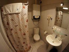 Łazienka apartamentów Florian dla 6 osób, idealny nocleg w Krakowie dla grup i dużych rodzin http://apartamenty-florian.pl/apartamenty/apartament-dla-6-osob/