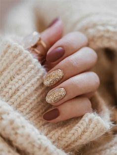 These festive nail art ideas offer a chic alternative to Christmas jumpers Autumn saw us trialling pearl, sea glass and logomania nails but in the fast-paced and fickle world of nail art, there's a fresh batch of trends for winter ? Gold Nails, Pink Nails, Peach Nails, Trendy Nails, Cute Nails, Cute Fall Nails, Simple Fall Nails, Fall Nail Art Designs, Thanksgiving Nails