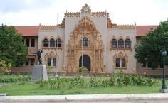La Escuela Normal Juan Demostenes Arosemena en Santiago de Veraguas, Panamá.   http://www.santiagoveraguas.com/categorias/instituciones-publicas/escuela-normal/index.php
