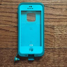 iPhone 5/5s life proof case Blue iPhone 5 5s life proof case in PERFECT condition. I got this a couple weeks ago before I knew I was getting the 6. Used only a handful of times. Water proof and will protect your phone all the time!! Zero scratches and zero wear and tear. Feel free to ask any questions! Lifeproof Accessories Phone Cases