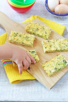 Broccoli & Cheese Frittata Fingers These frittata fingers make the best finger food for baby led weaning and toddlers! Toddler Finger Foods, Healthy Toddler Meals, Easy Meals For Kids, Meals For One, Kids Meals, Toddler Food, Healthy Kids, Finger Foods For Toddlers, Food For Toddlers