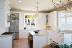 Great layout and use of natural light in a traditional/transitional style kitchen. House of Turquoise: Visbeen Architects dream kitchen Beach House Kitchens, Home Kitchens, Kitchen Cabinet Design, Kitchen Interior, Kitchen Cabinets, White Cabinets, House Of Turquoise, Turquoise Kitchen, Turquoise Accents