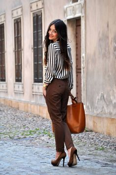 Never imagine black and white stripes and brown colour fit so good #FashionInspiration