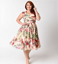 This gorgeous light peach pink chiffon plus size dress is perfect for a garden party, bridesmaid dress, or school dance with a stunning floral print throughout! The Garden State is a magnificent vintage design that boasts brilliant pleating through the bo Plus Size Vintage, Unique Vintage, Dress Plus Size, Plus Size Outfits, Vestidos Vintage, Vintage Dresses, Chiffon Floral, Dresser, Plus Size Dresses