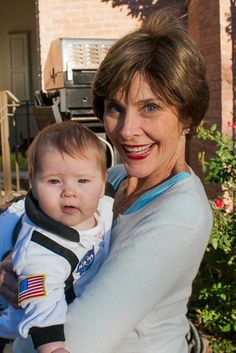 The first-baby-in-space trick or treats with this darling.Jenna's baby Mila with grandma Laura Bush.Laura looks great! Jenna Bush, Laura Bush, Barbara Bush, Presidents Wives, Greatest Presidents, American Presidents, George Bush Family, First Lady Of America, Presidential History