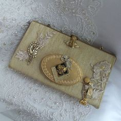 Antiques Hearty Early 20thc Art Nouveau Silver Floral Bags, Handbags & Cases Bead Decorated Small Change Purse A Plastic Case Is Compartmentalized For Safe Storage