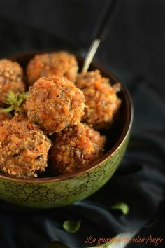 BOULETTES AUTOMNALES - butternut, champignons & châtaignes Healthy Cooking, Healthy Snacks, Healthy Eating, Vegan Snacks, Vegetable Recipes, Vegetarian Recipes, Healthy Recipes, Veggie Food, Plat Vegan