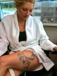 Katheryn Winnick getting Lagerthas thigh tattoo. Absolutly getting this!
