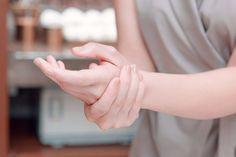 Máte problémy se zažíváním? Uprostřed dlaně najdete bod, který je propojený s…
