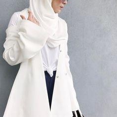 Knot your average white top. #gedditgeddit #goshimfunny (Wearing @theduckgroup, @nita.cosmetics Redang lip stick, @fvbasics tshirt, @thaviathelabel cutout jacket and @fvbasics Karen pants, all from @fashionvaletcom) #fvootd #vivyootd #duckscarves #nitacosmetics #fvbasics #thaviathelabel