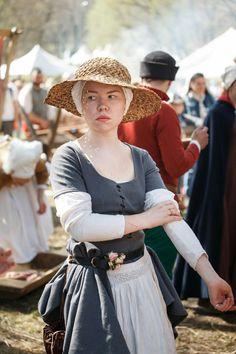 15th century Tudor Fashion, Medieval Fashion, Medieval Clothing, European Fashion, 15th Century Dress, 14th Century, Historical Costume, Historical Clothing, Medieval Dress Pattern