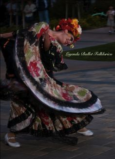 www.leyendadc.com This original shows can be contracted for parties especially with #DiaDeLosMuertos coming so soon…. (LEYENDA BALLET FOLKLORICO)