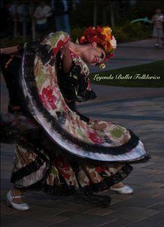 #leyendaBalletFolklorico Folklorico dancers wow!