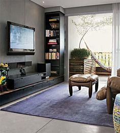 Sala de estar juntando o rústico e o moderno.
