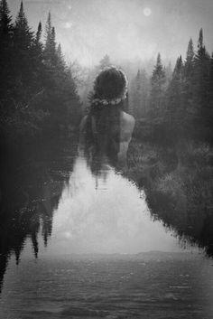 Vi seu recado...a princípio achei grosseiro e áspero demorei um pouco para responder porque fechei meus olhos buscando seu rosto encontrei seus olhos e vi amor nele. E sei que jamais postaria algo assim, porém você tem razão. Tá certa em quase tudo que disse,menos de mim descobrir, não sabemos tudo de nós mesmos, não sabemos aonde vai a nossa coragem,e aonde o medo pode nos levar.Podemos ter uma alegria imensa no início dá manhã e no final da tarde se entristecer com a mesma notícia e tudo…
