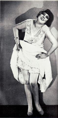 Man Ray, Portrait of Kiki de Montparnasse, 1925