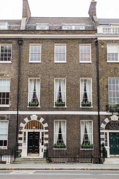 Our Top 10 Modern house designs – Modern Home Georgian Townhouse, London Townhouse, London Apartment, Georgian Homes, London House, Georgian Architecture, London Architecture, English Architecture, Townhouse Exterior