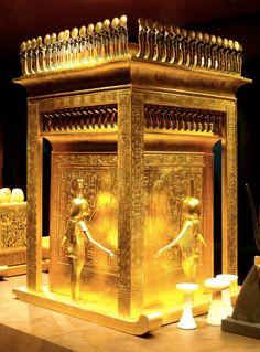 gold egypt 表4人+中4人の計8神体制でファラオのモツを護送中