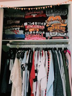 Closet Organization Doesn't folded clothes give you so much satisfaction? Mode Outfits, School Outfits, Trendy Outfits, Fashion Outfits, Fashion Flats, Fashion Wear, Fashion Rings, Trendy Fashion, Fall Fashion